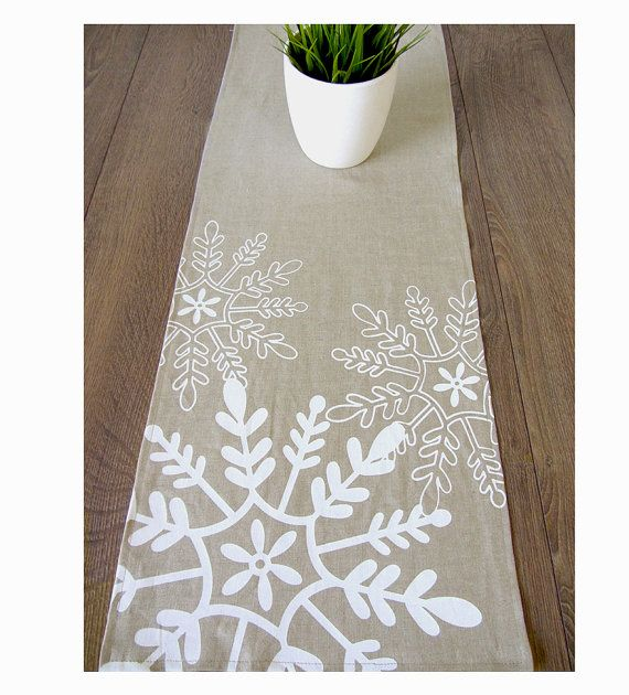 Tossed Snowflakes Holiday Linen Table Runner   Natural / White