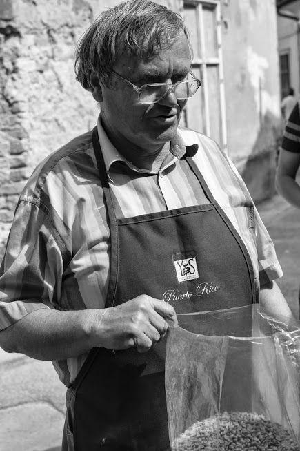 our master coffee roaster / kávépörkölő mesterünk