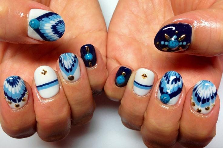 Needle drag nail art - blue chevron shape