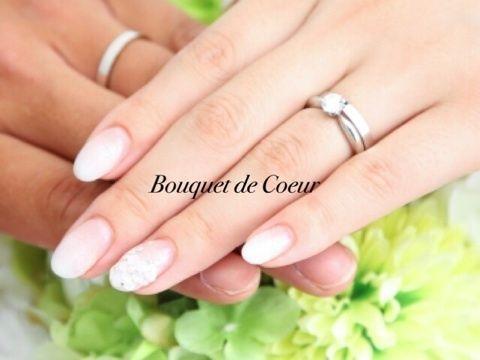 ウエディングネイル 結婚式和装前撮りバージョン。 白のグラデーション。 薬指に3Dのお花とラインストーンでシンプルだけど上品に♪ My wedding nail White gradation nail wit 3D flowers. Ombre nails!!