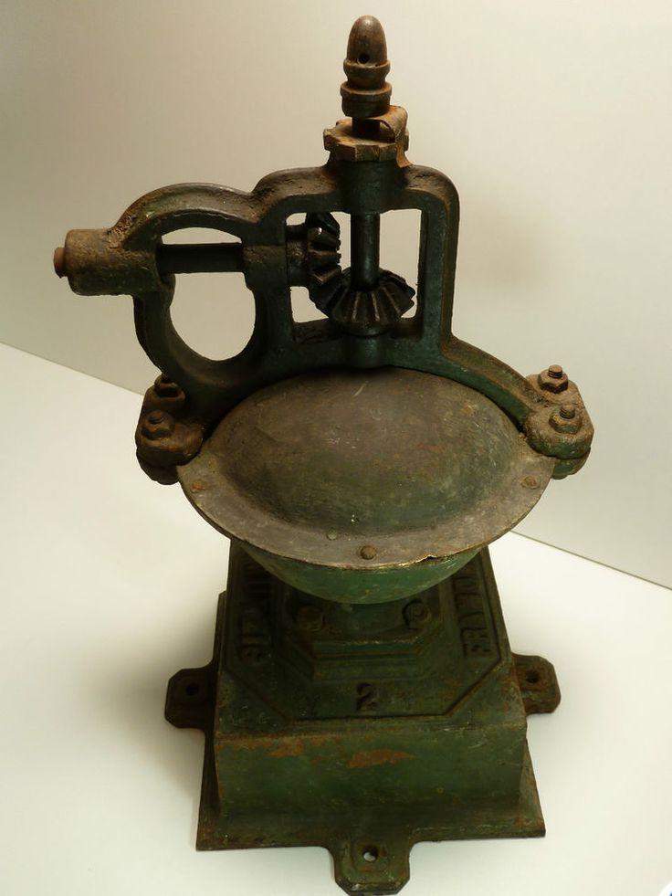 Ancien Gros Moulin à café de comptoir bar Framont Mutzig Numéro 2 Coffee grinder