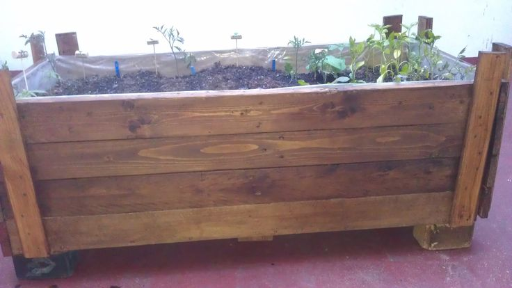 Planter Made Out Of Reclaimed Pallet #Garden, #PalletPlanter, #RecycledPallet