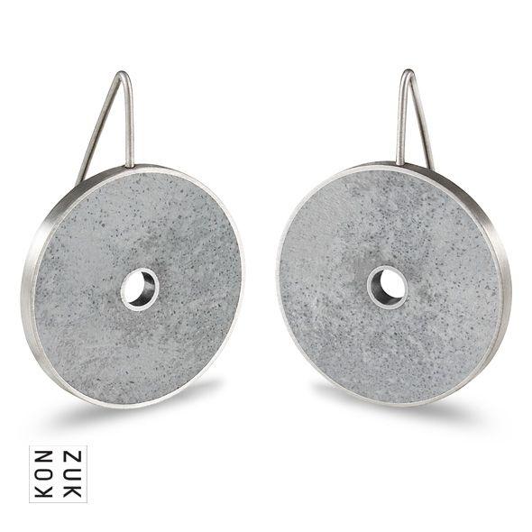 KMe214 Discus Concrete Earrings
