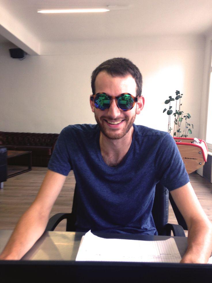 Les nouvelles lunettes de Kevin !