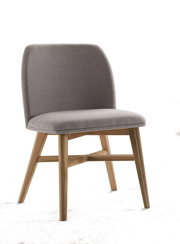 Inspirada no design escandinavo, a cadeira Dunas tem design exclusivo e esteticamente segue uma tendência europeia nos móveis soltos, com linhas minimalistas e cantos arredondados. Opção com e sem braço.Concha multilaminada estofada.Opções de Acabamento: LisaOpções de Bases: Fixa em madeira. Giratória em madeira, inox ou alumínio. Dimensões sem braço:A: 825mm L: 540mm P: 590mm A.ass : 475mm Dimensões com braço:A: 825mm L: 560mm P:615mm A.ass : 475mm