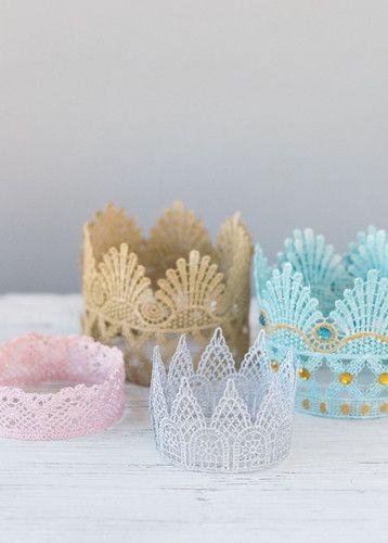 Кружевная корона для маленьких принцесс #Кружевная #корона #для #маленьких  #принцесс  #красивое #украшение #мастерим #дети #корона #кружево #поделки #своими #руками
