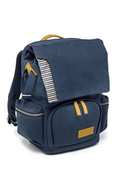 The #Mediterranean Small #Backpack (NG MC5320) allows you to easily carry all your essentials. It is divided into upper and lower sections by a hidden, removable #pocket. #Photographic #equipment can be safely stored in the lower compartment, which is easily accessible from the front pocket. The #backpack also provides a simple solution for carrying both your laptop and your tripod. The lower compartment holds a #DSLR camera with an additional lens and some accessories.