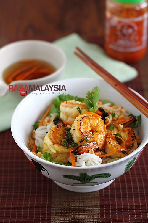 Vietnamese BBQ Shrimp Vermicelli (Bun Tom Heo Nuong) | Easy Asian Recipes at RasaMalaysia.com