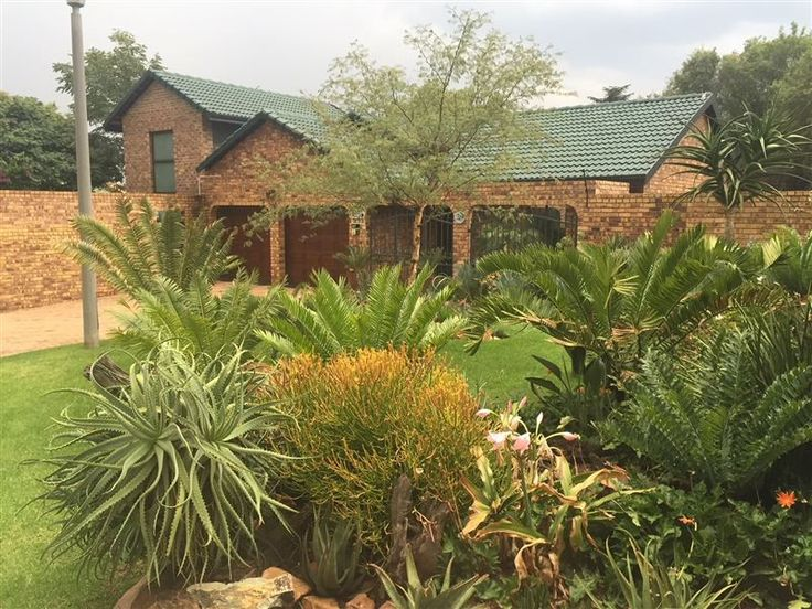 River Ridge Bed and Breakfast - River Ridge Bed and Breakfast is ideal for the business person who is looking for more than just a hotel room stay.The unit is a double story with the living area downstairs and the bedroom and the bathroom ... #weekendgetaways #johannesburg #centralgauteng #southafrica