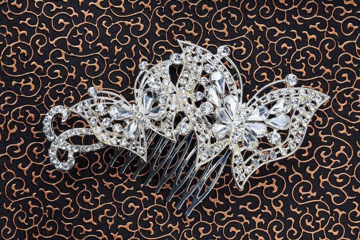 Details about Bridal Wedding Party Flower Leaf Crystal Rhinestone Hair Comb Slide Clip Silver Крепится к волосам с помощью невидимок.  Украсьте Свою причёску яркостью блеска страз и стильным дизайном украшения!!! Почувствуйте себя королевой бала и выглядите блестяще!!! Будьте ярче и привлекательней с нами!!!