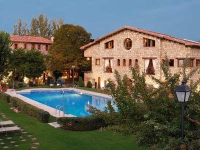 Vista del jardín y piscina