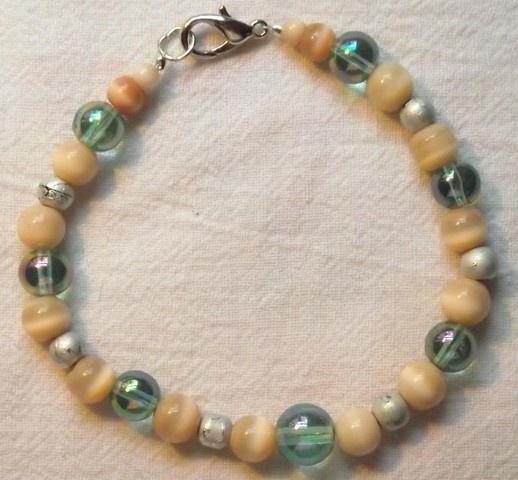 Shiny Bubbles beaded bracelet