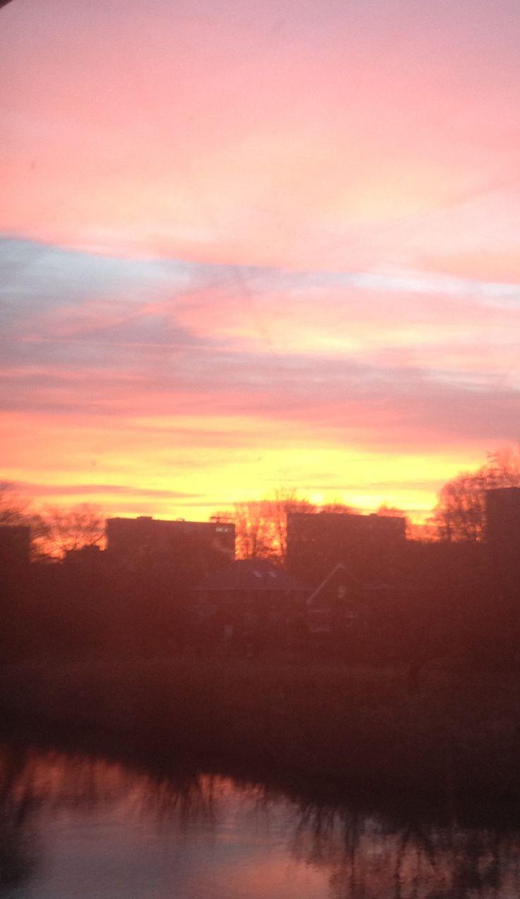 prachtige zonsopkomst vanuit het uitzicht uit mijn raam