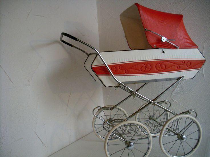 Vintage Puppenwagen aus den 60er / 70er Jahren von Zeitjuwelen auf DaWanda.com