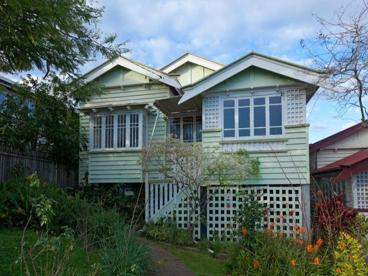 Weatherboard queenslander house exterior with porch & window awnings - House Facade photo 525961