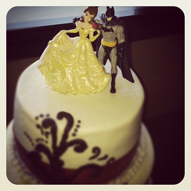 Yes that is totally a Belle and Batman wedding cake topper!