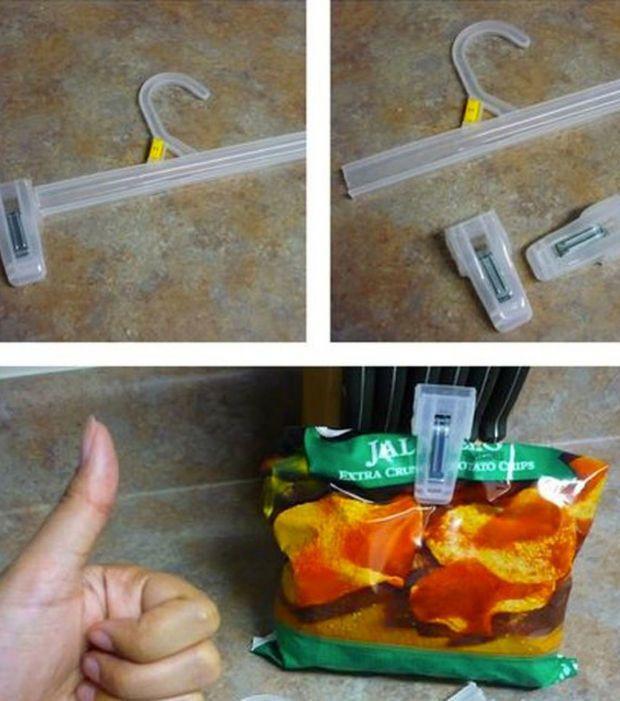 Trucos caseros: utiliza las pinzas de las perchas para cerrar las bolsas de…