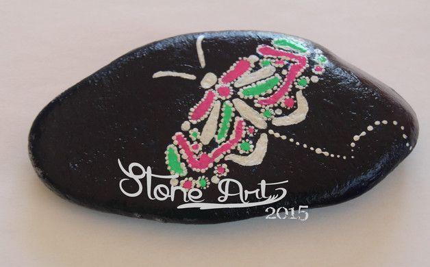 http://de.dawanda.com/product/85515523-handbemalte-mandala-steine---schmetterling
