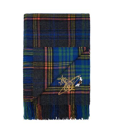 ヴィヴィアン・ウエストウッドがスコットランド老舗メーカーと協業、タータン柄ストール発売 | Fashionsnap.com