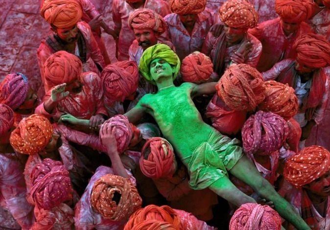 Τι κρύβεται πίσω από τις φωτογραφίες του Steve McCurry; Εννέα βασικά στοιχεία τα οποία σας αποκαλύπτουμε.