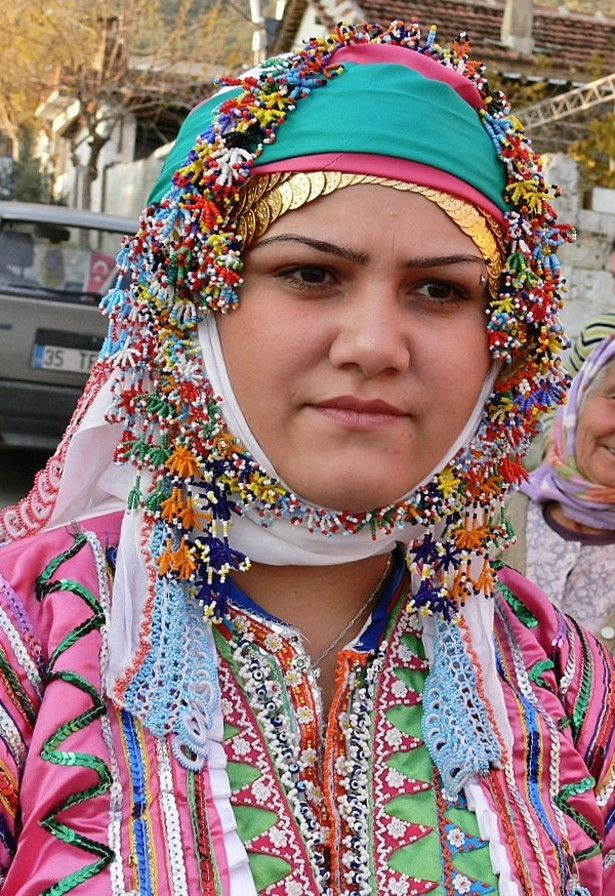 Traditional festive headgear of an Üsküdarlı Tahtacı woman, from the Bergama region.  Gold (imitation) coins and glass beadwork.  The Tahtacı are Alevi Türkmen.  Picture from ca. 2005.