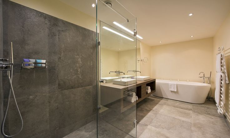 Every bedroom has an ensuite bath and shower #ensuite #bath #luxurychalet #private #skiholiday #corporate #stanton