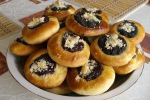 Švestkové koláčky s pudinkem a drobenkou