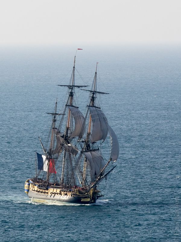 ARTICLE ORIGINAL L'Hermione en route de Douarnenez à Brest (10 photos) © Paul Kerrien https://toilapol.net Finistère Bretagne #myfinistere