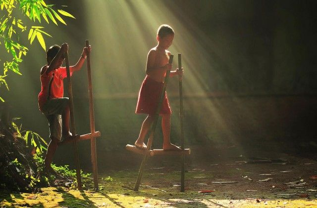 Life In Indonesian Villages Captured by Herman Damar 17