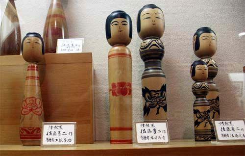 50808_071 Japon - Séjour à Aomori - Les Kokeshi ou poupées traditionnelles japonaises en bois