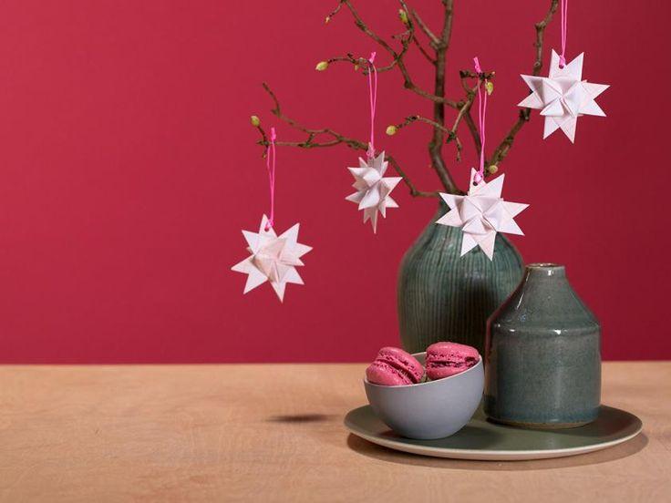Der Weihnachtsklassiker diesmal aus Millimeter-Papier: Fröbelsterne. Wie man sie richtig faltet seht ihr in der Video-Anleitung.