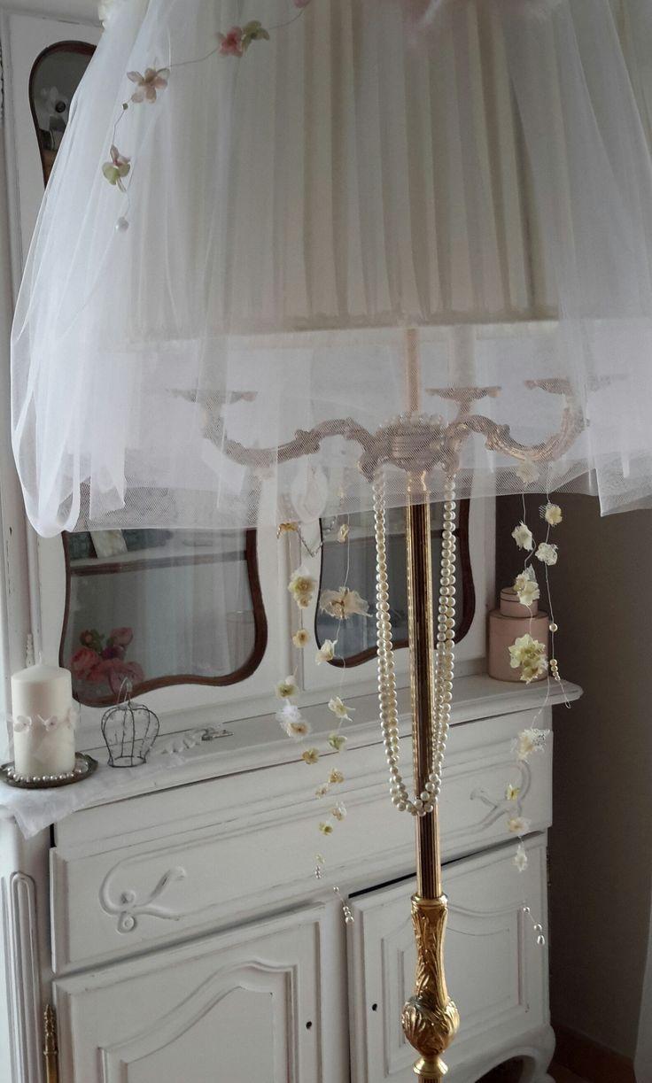 lampadaire et guirlandes fleuries chez la vie shabby fleurs et couronnes shabby pinterest. Black Bedroom Furniture Sets. Home Design Ideas