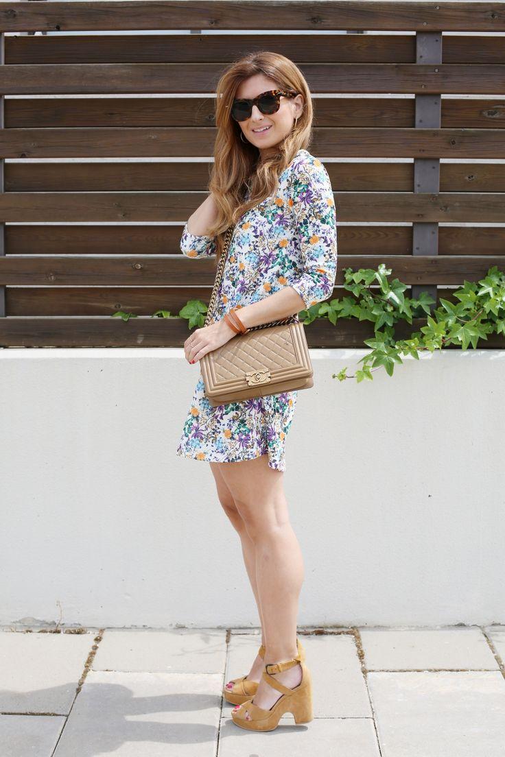 Seventies Look. Look con vestido de flores. A trendy life. #seventies #casual #boychanel #flowereddress #suiteblanco #aristocrazy #lowlitaandyou #chanel #sarenza #outfit #fashionblogger #atrendylife www.atrendylifestyle.com