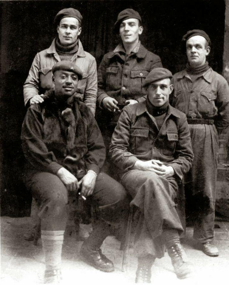 El Batallón Abraham Lincoln fue una organización de voluntarios provenientes de Estados Unidos que integraron unidades de las Brigadas Internacionales en apoyo de la Segunda República Española durante la Guerra Civil... http://hilvanadoamano.blogspot.com.es/2014/05/batallon-abraham-lincoln.html