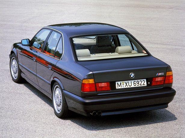BMW M5 (1988 – 1992).