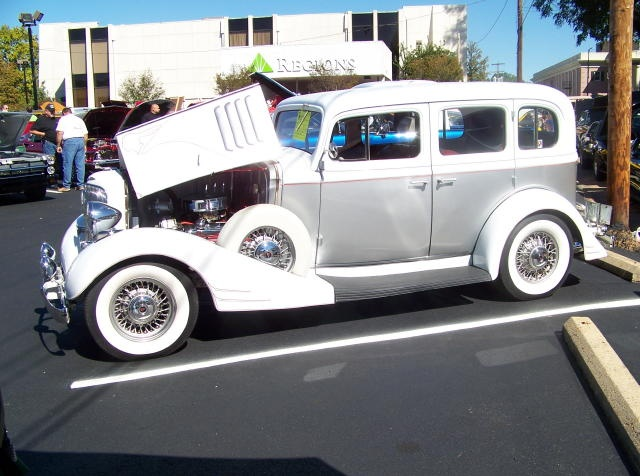 1000 images about auto 39 s pontiac on pinterest vehicles for 1933 pontiac 4 door sedan