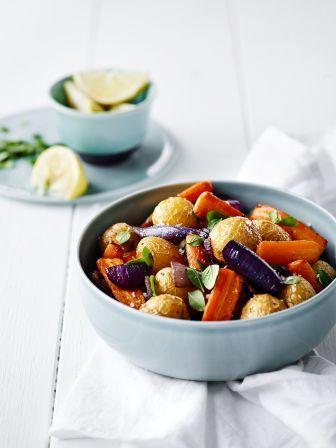 Nye kartofler med gulerødder og løg