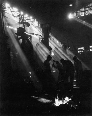 Willy Ronis. Forges des usines Renault