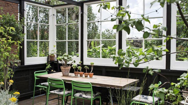 At indrette en have handler ikke kun om at plante, men også om at gøre haven rar at være i. Dorthe Kvists nye havebog handler om rum i haven.