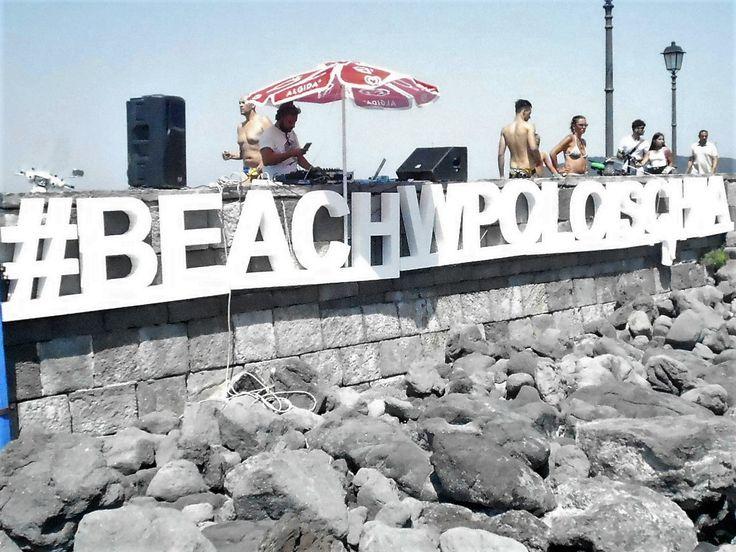 FINALMENTE SI GIOCA! IV TROFEO ISCHIA ISOLA VERDE DI BEACHWATERPOLO   Nella splendita cornice, ai piedi del Castello Aragonese dopo una spasmodica attesa le 14 squadre iscritte, hanno iniziato la gara tra sole, mare, e piacevoli spruzzi salati., #HELEVIRTURISMO#naples #ischia #napoli #ischiagram #islandofischia #isoladischia #TERMEISCHIA #castelloaragonese #moon #moonlight #luna #italy #iloveischia #ischiailoveyou #ischiaponte