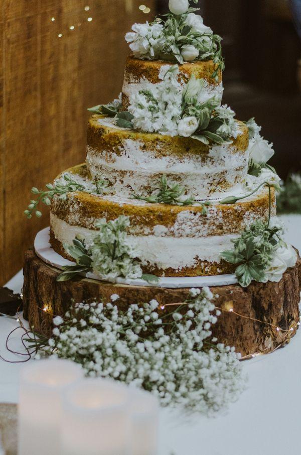 Rustic wedding cake    #wedding #weddingideas #aislesociety #mountains #mountainwedding