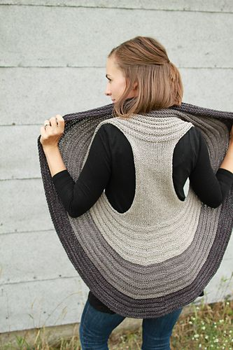Everything about Omena is fun, from cast on to total wearability. Knit in Plucky Scholar, with options for a 1-color or