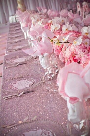 STUNNING PINK.. Love the glittery tablecloth