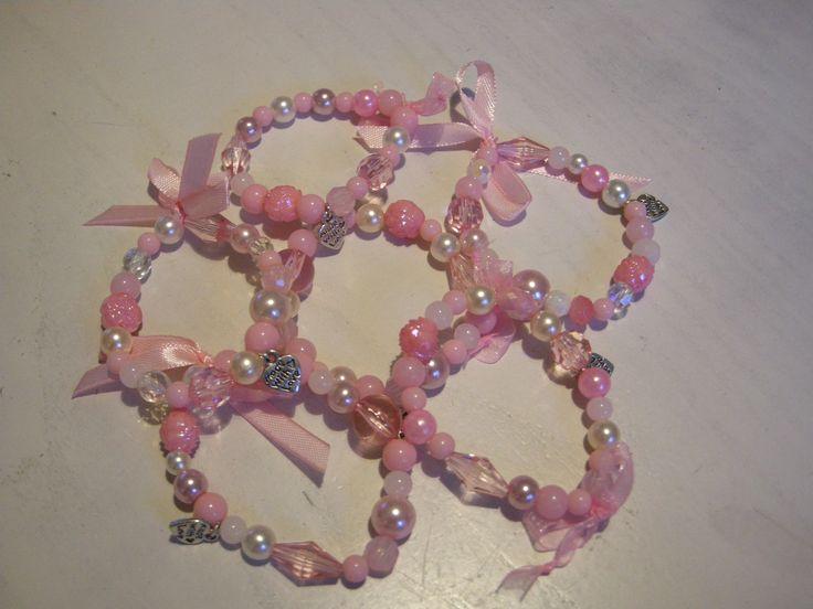 Flower girls bracelet gift/ Handgemaakte roze armbandjes voor de bruidsmeisjes