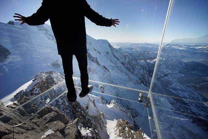 Punkt widokowy dla odważnych  http://www.ekspertbudowlany.pl/artykul/id3291,punkt-widokowy-dla-odwaznych  #Alpy #LePasdansleVide #taras_widokowy #ciekawemiejsca