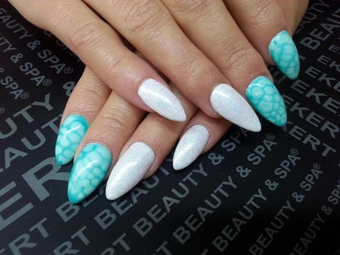 Perfect manicure!  Perfekcyjne połączenie jasnych, pastelowych kolorów, bieli i morskiej zieleni.    Shellac, Vinylux, CND.  #ekert #nails