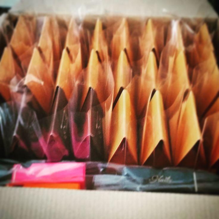 Amikor a Nassy-k elindulnak útjaikra... #chocolate #driedfriut #color #colorful #snack #mutimiteszel #edesseg #bestchocolate #delicious #delivery #budapest #hungary #szerencs #csokifesztival