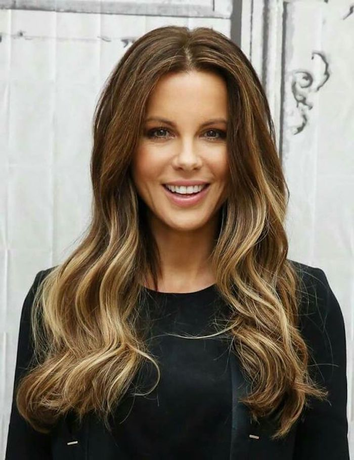 Female Celebrity Wearing Light Brown Hair With Blonde Highlights And Loose Waves Parted I In 2020 Brown Blonde Hair Blonde Highlights Brown Hair With Blonde Highlights