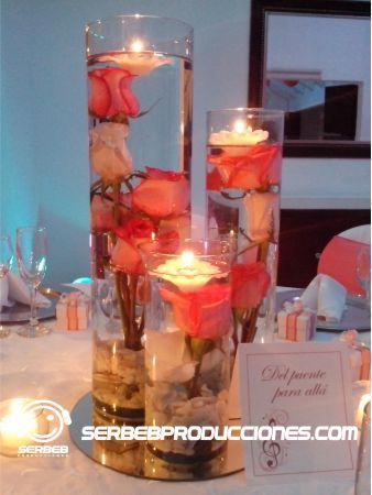 Centro de mesa con rosas en el agua y velas flotantes mandarina con blanco pinterest mesas - Velas de agua ...