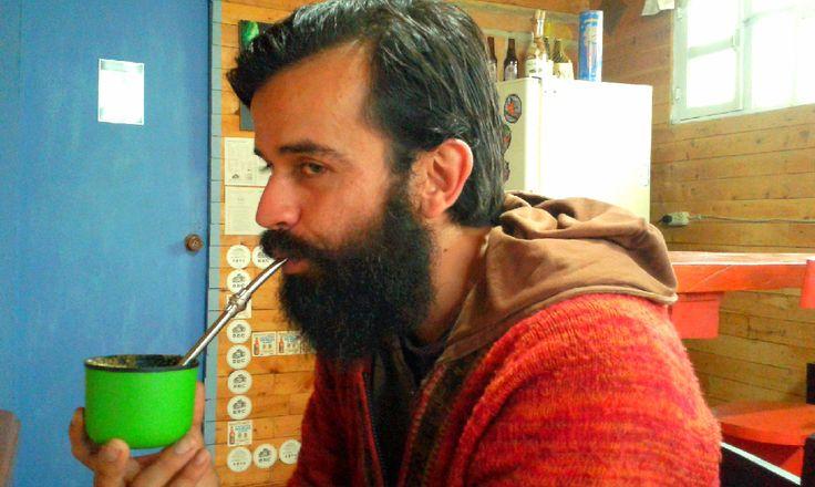 Alejandro Caputo, el chileno que anda viajando suramerica en su Kawasaki Versys, ama el mate y la buena música... LLegó al Hostal Rancho Rueda Libre en Santa Elena, Medellin, Colombia y no se quería ir, un amigo mas que se va y esperamos vuelva.